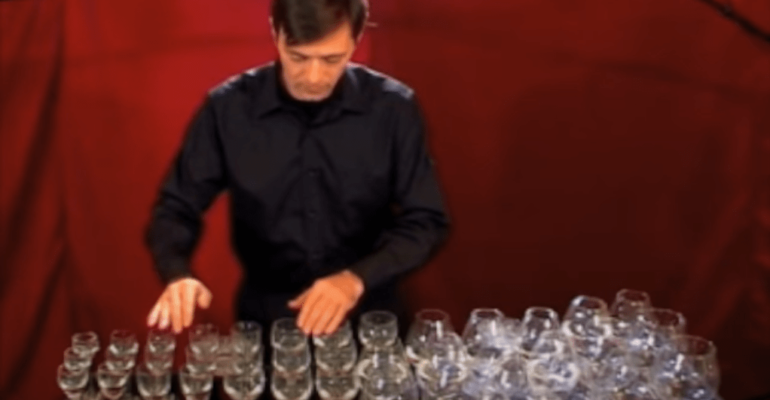 Glass harp — Toccata and fugue in D minor — Bach